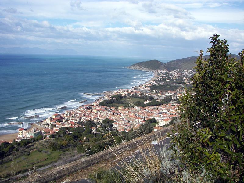 Santa_Maria_di_Castellabate_(panorama)
